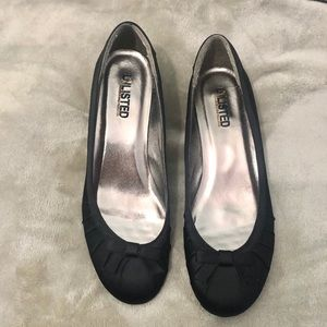 UNLISTED BY KENNETH COLE ON STAGE STAIN LOW HEEL